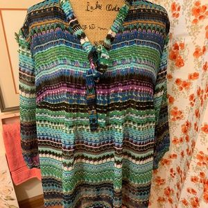 Beautiful, colorful blouse. Light weight. LB 22/24
